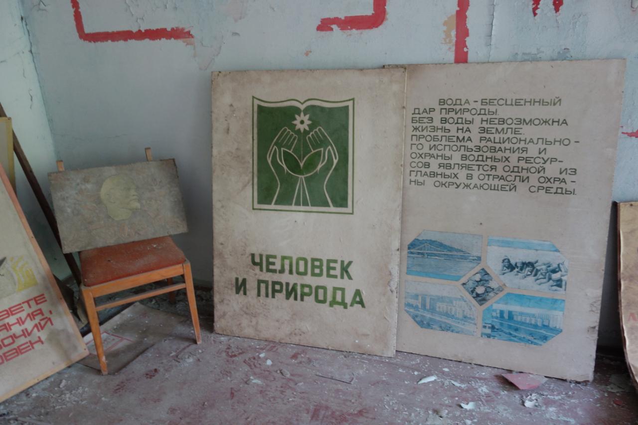 Człowiek i przyroda, plakat w szkole w Prypeci.