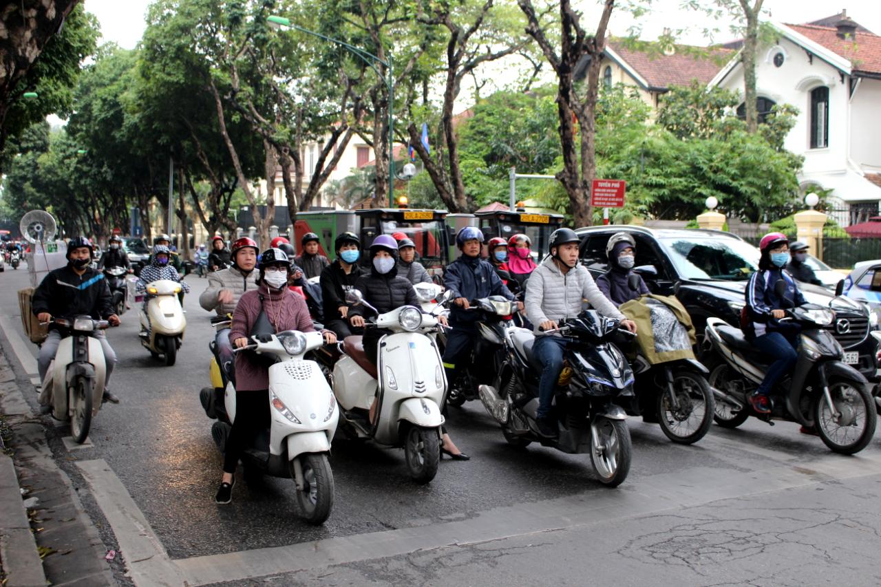 Hanoi, motory i rowery są wszędzie. Bywa tłoczno i głośno, Wietnam koszty 2019 r.
