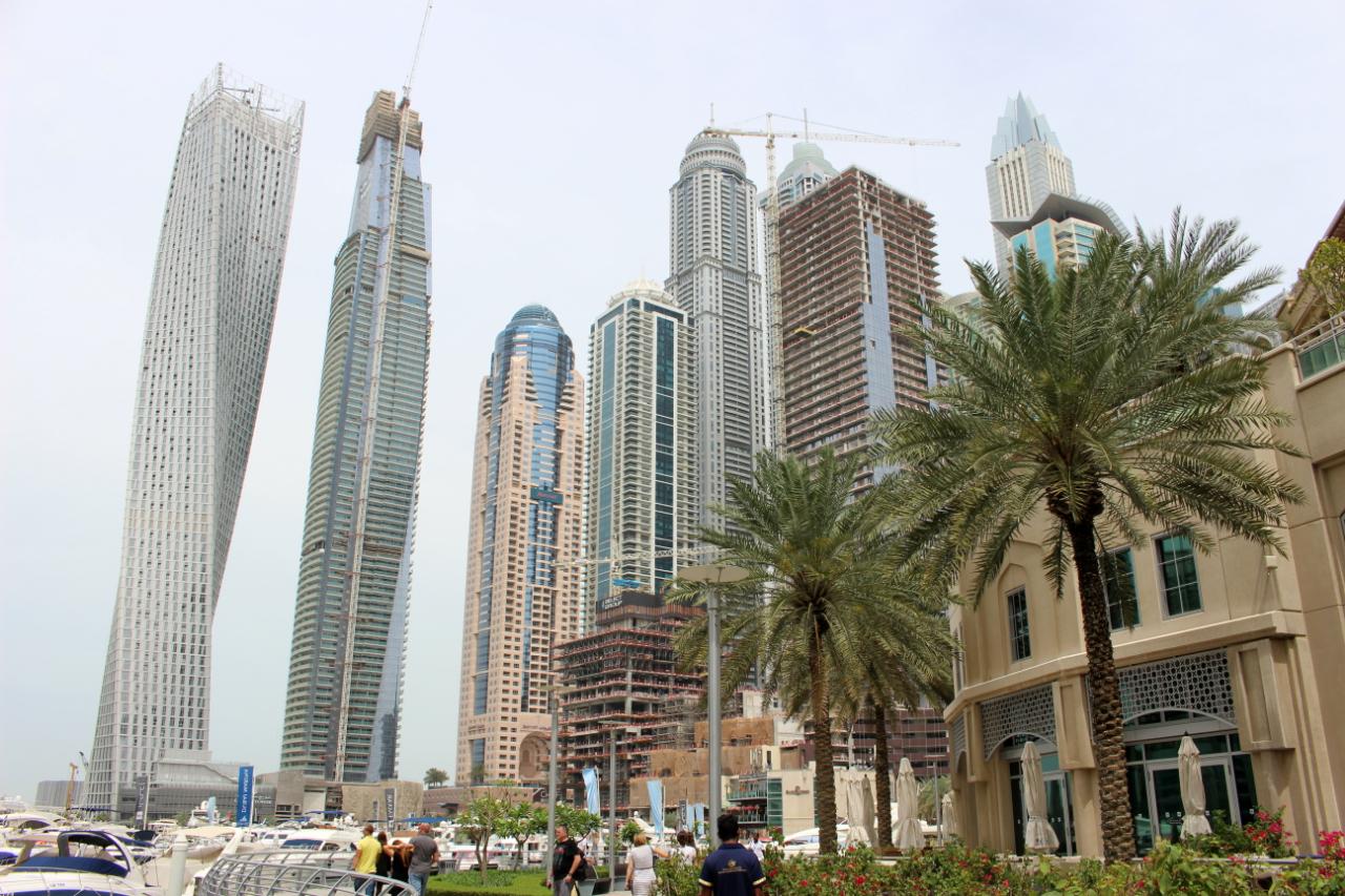 Luksusowa Marina i ogromne drapacze chmur, Dubaj.