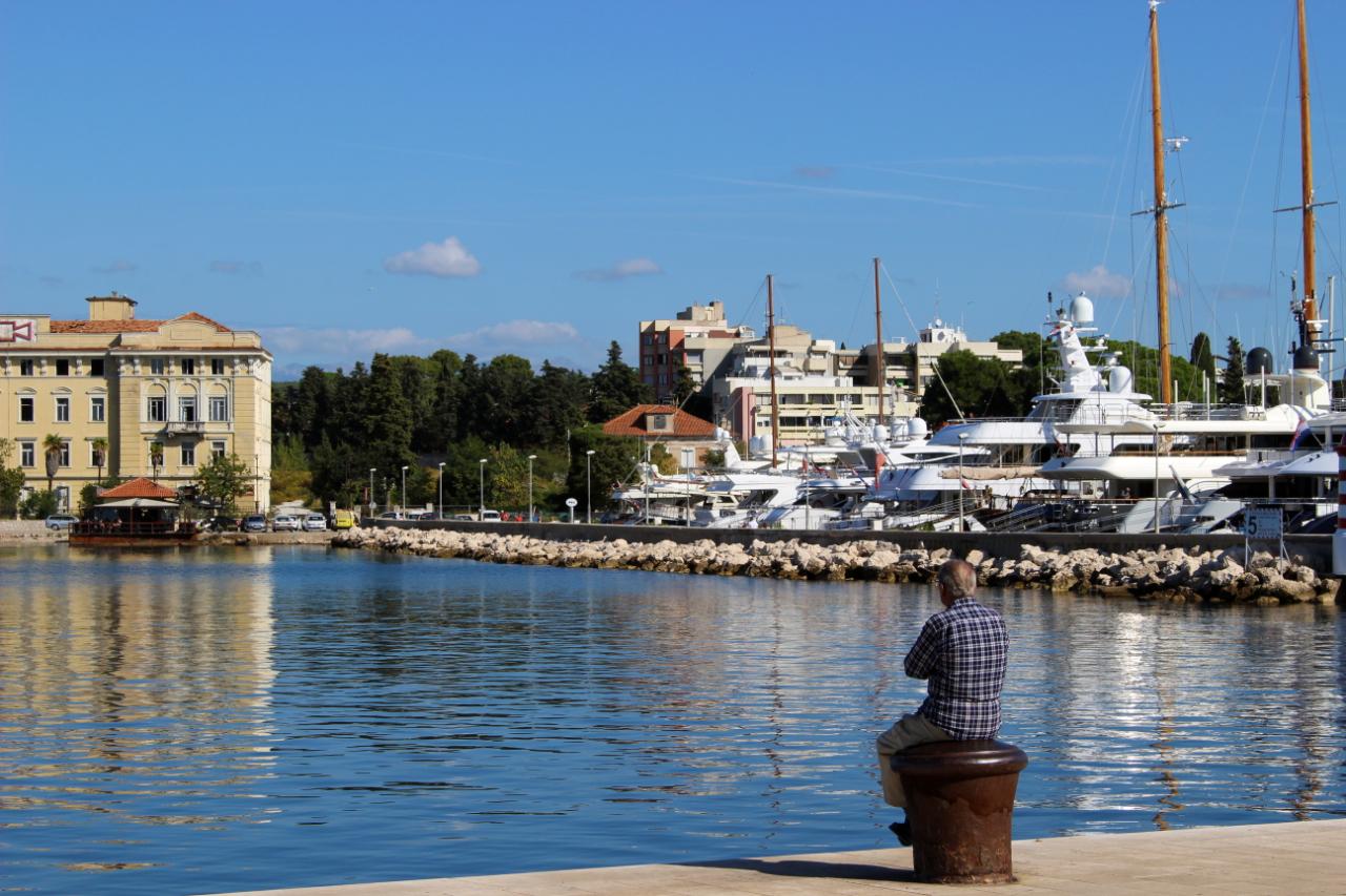 Chorwacja po sezonie -marina przy starym mieście