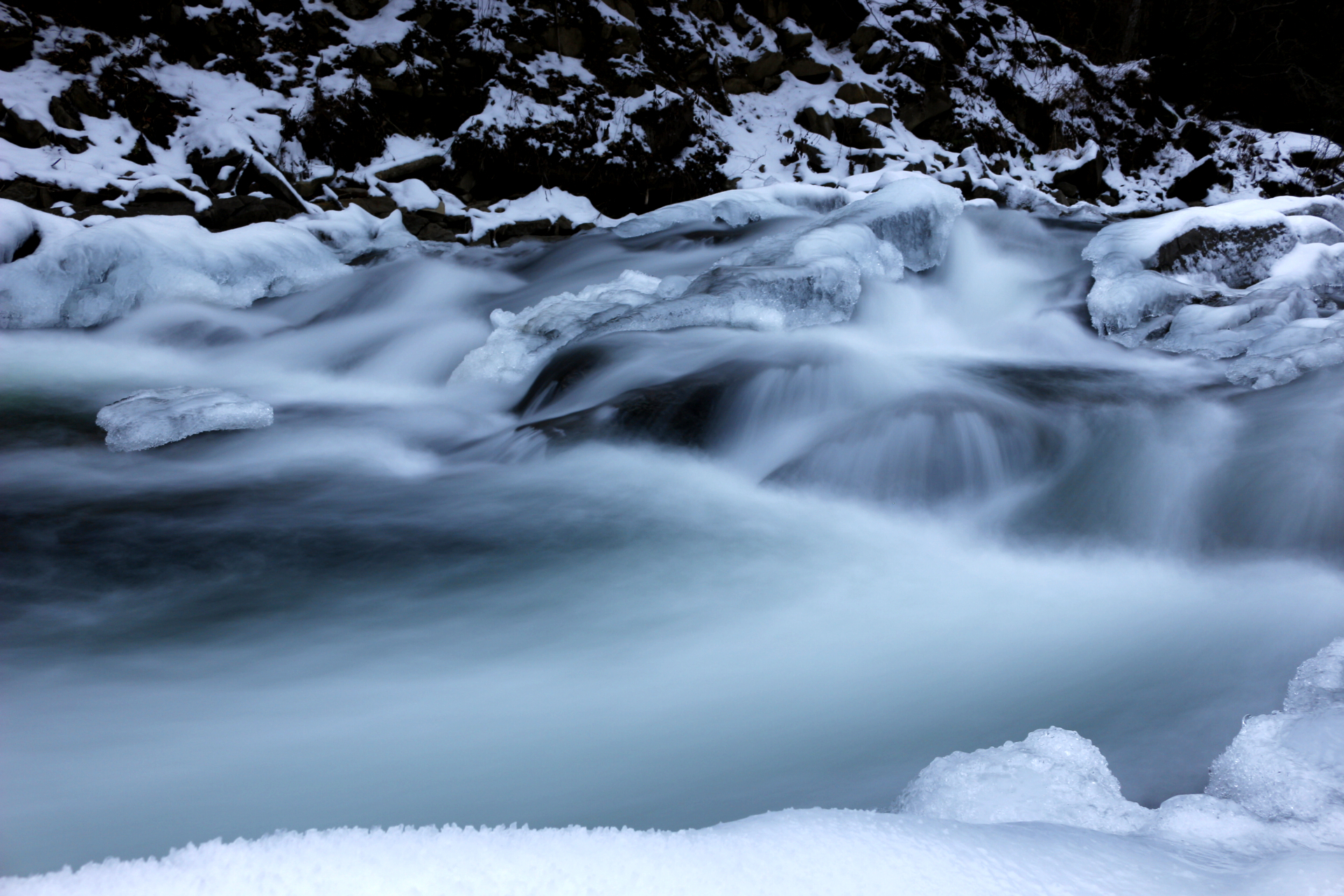 Rzeka Wetlina - Sine Wiry. Bieszczady zimą.