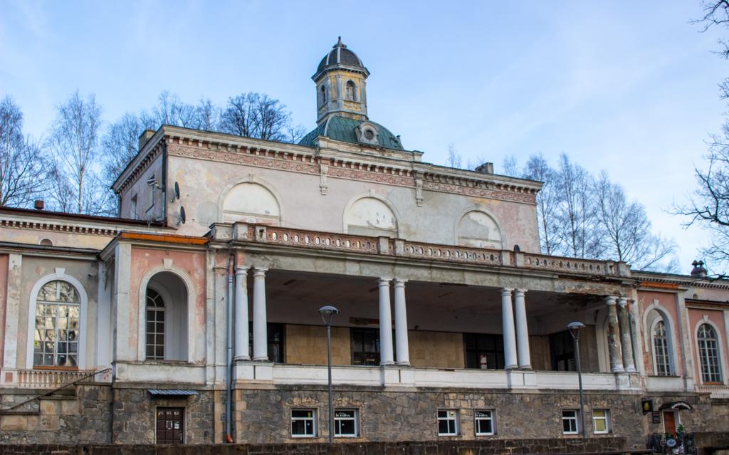 Dom zdrojowy, Lądek-Zdrój. Widok na taras dziś i dawniej.