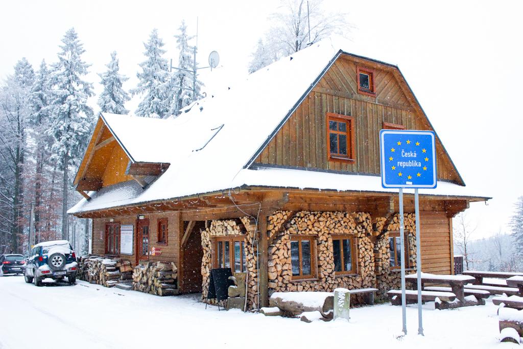 Ścieka w Obłokach, drewniana chata w Dolnej Morawie, tuż przed czeską granicą.