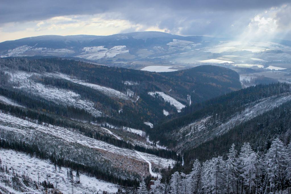 Widok z wieży na dolinę rzeki Morawa.