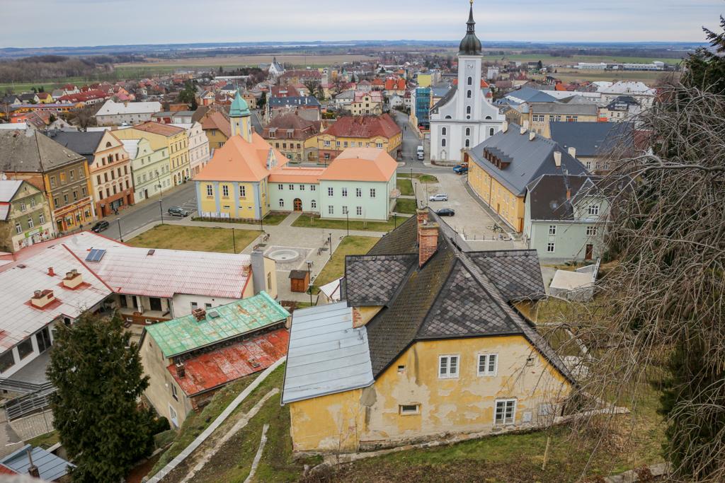 Widok na centrum Javornik z zamku na skale.