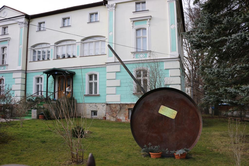 Hotel w dzielnicy willowej i rekordem Guinnessa w robieniu jajecznicy.