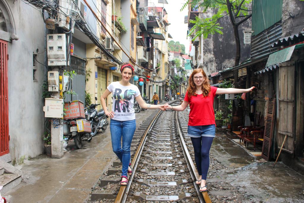 Train Street życie mieszkańców toczy się wprost na torach, marzec 2019 r.