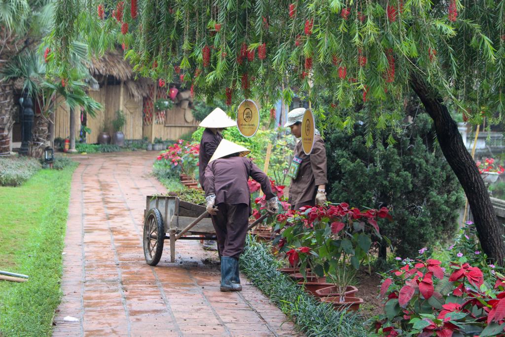 Park na przeciwko Świątyni Literatury, Stolica Wietnamu - Hanoi, Wietnam, marzec 2019 r.