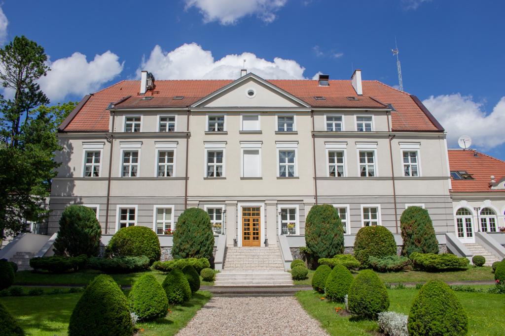 Kaszubskie dworki - Ośrodek penitencjarny Zwartowo - widok od ogrodu